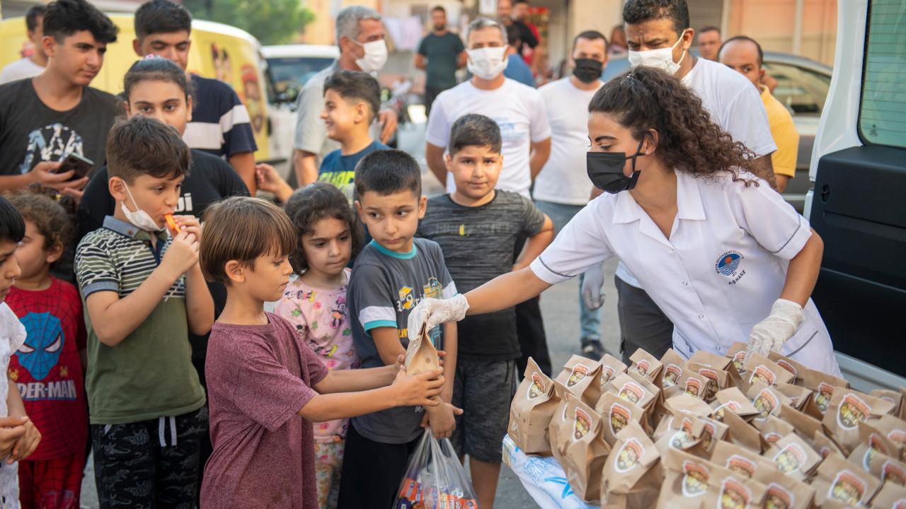 Mersin Büyükşehir'den Vahap Amca'yla çocuklara ''Tatlı Bayramlar''