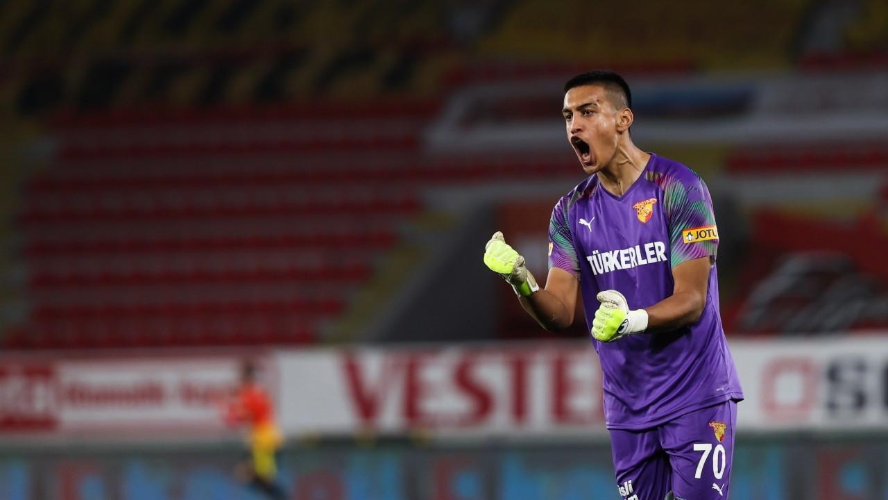 Avrupa kulüpleri Süper Lig'in genç kalecisinin peşinde