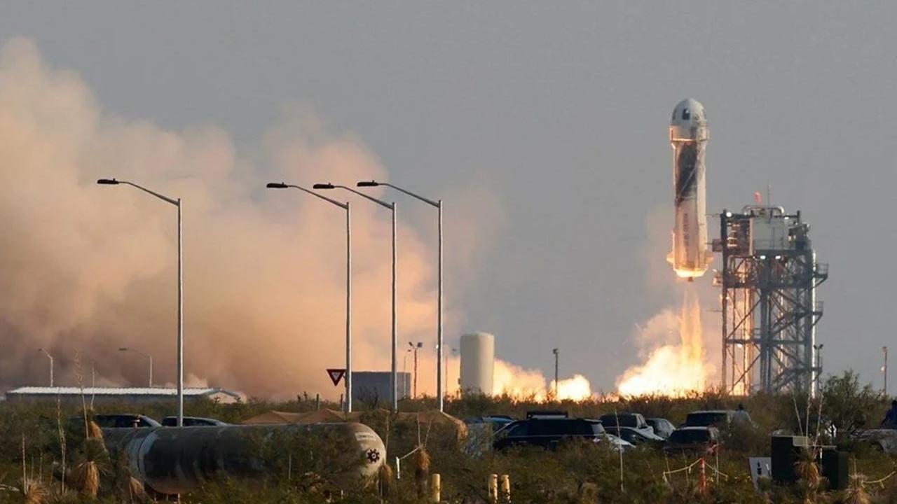 Tarihi uzay yolcuğundan kareler... Bezos uzaya gidip geldi