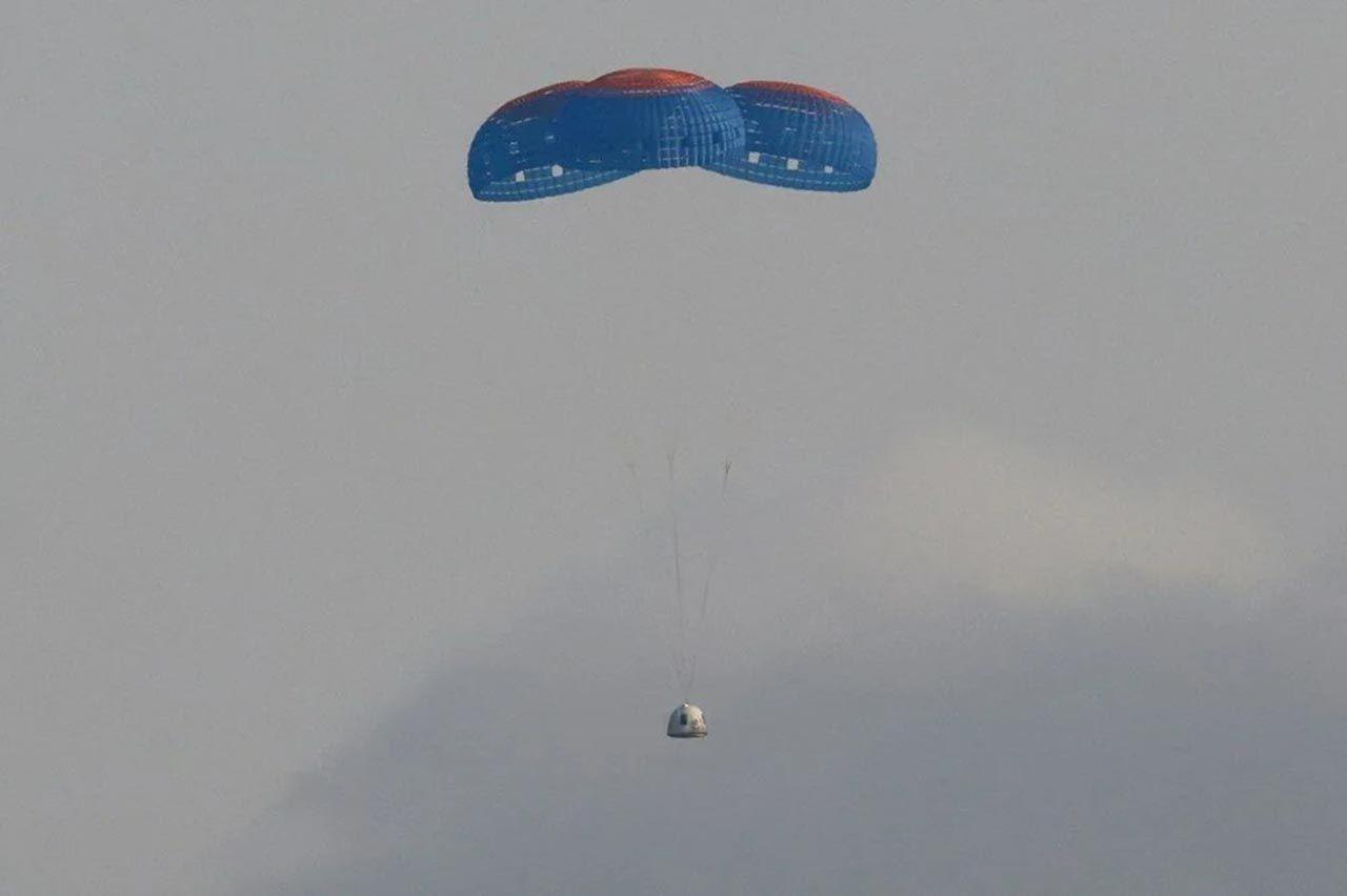 Tarihi uzay yolcuğundan kareler... Bezos uzaya gidip geldi - Resim: 1