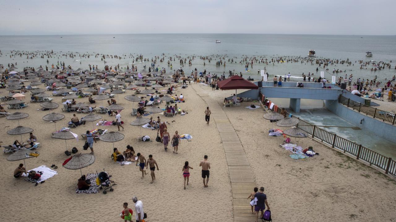 İstanbul plajları İstanbullulara kaldı - Resim: 4