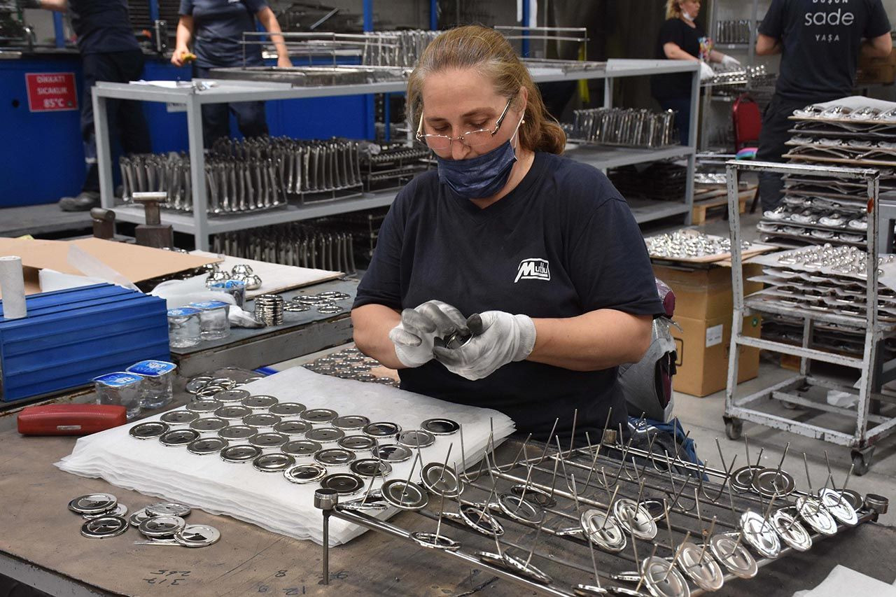 Fabrikanın kaynak tezgahı kadınlara emanet - Resim: 2
