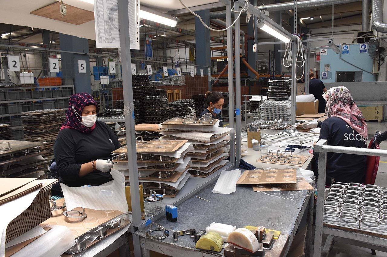 Fabrikanın kaynak tezgahı kadınlara emanet - Resim: 3