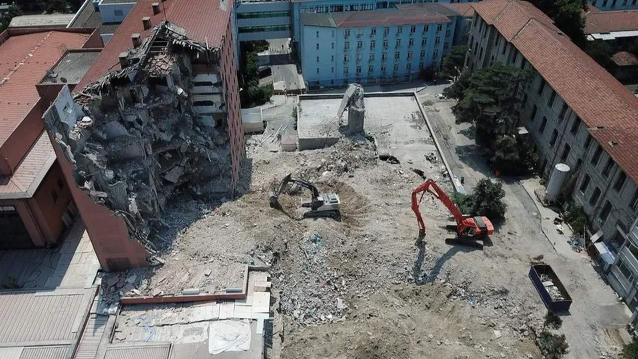İstanbul'un tarihi binasının yıkımına başlandı
