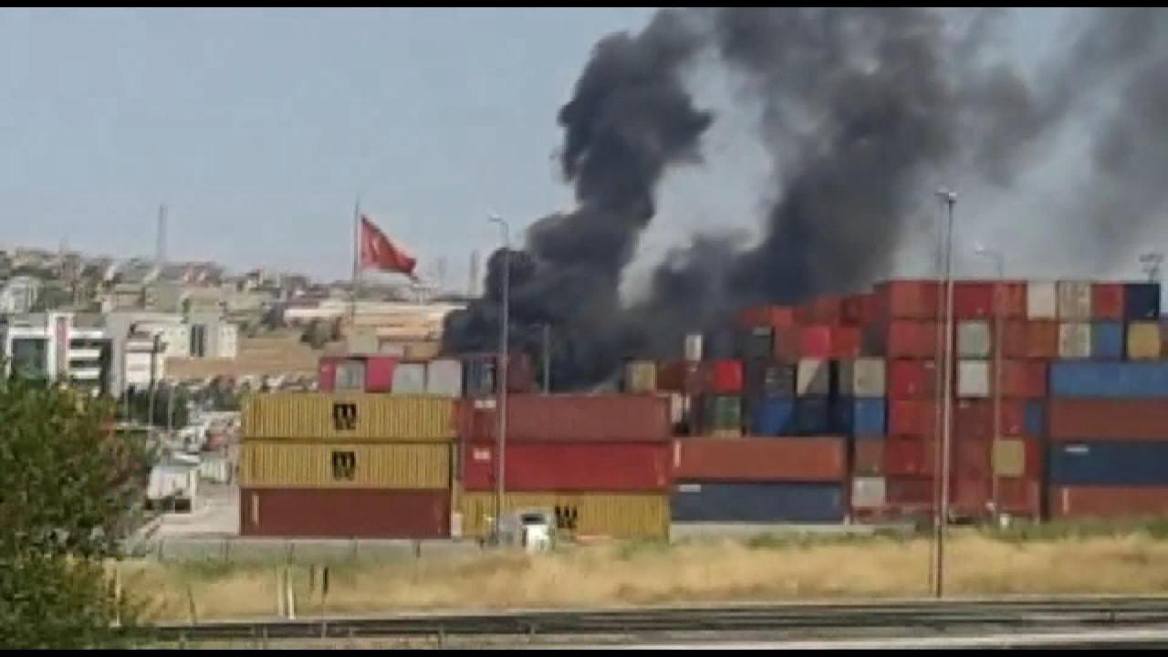 İstanbul'da lastik deposunda yangın