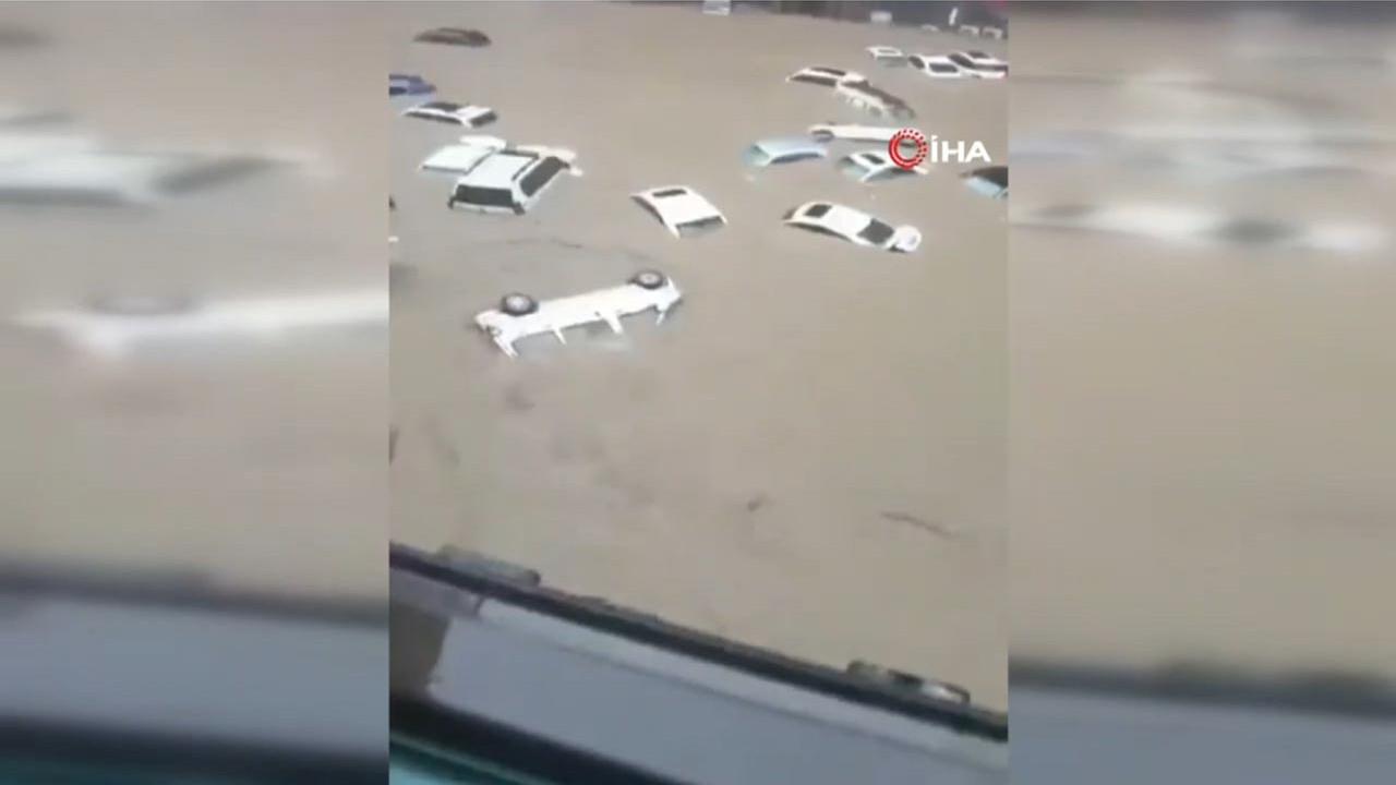 Çin'de sel kabusu! Şehir sular altında kaldı, çok sayıda can kaybı var...