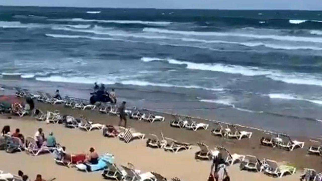 Dalgalar iki kişiyi yuttu: Şile'de denize girmek yasaklandı