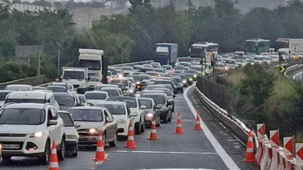 TEM'de TIR kazası: İstanbul yolu trafiğe kapandı
