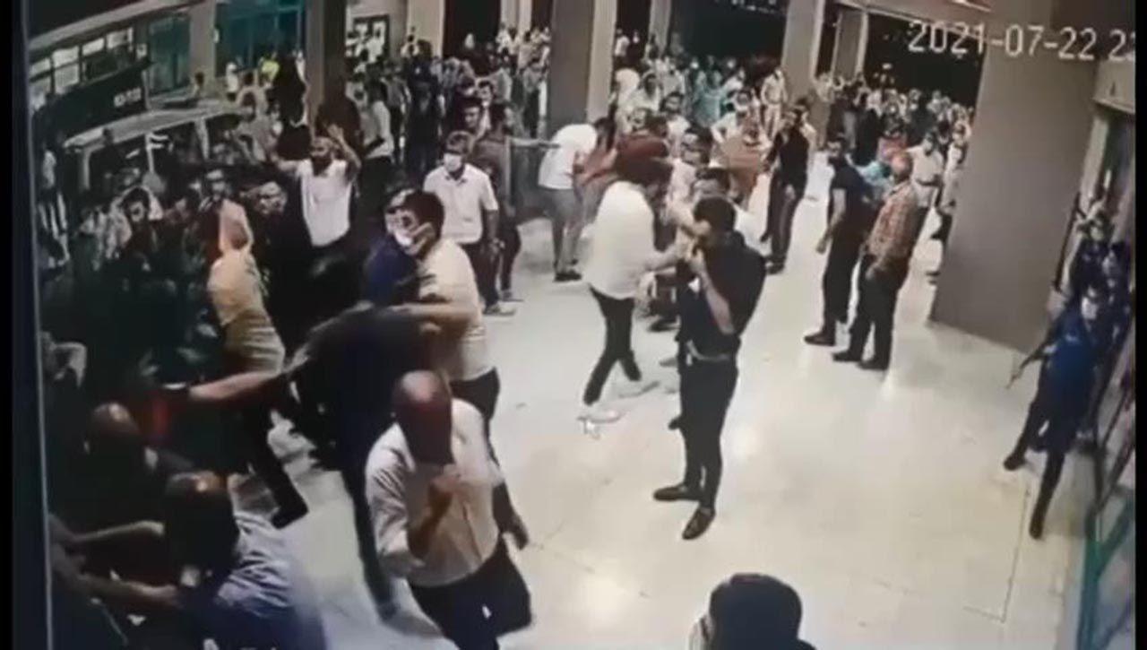 Koronavirüsten ölen hastanın yakınları hastanede terör estirdi - Resim: 1