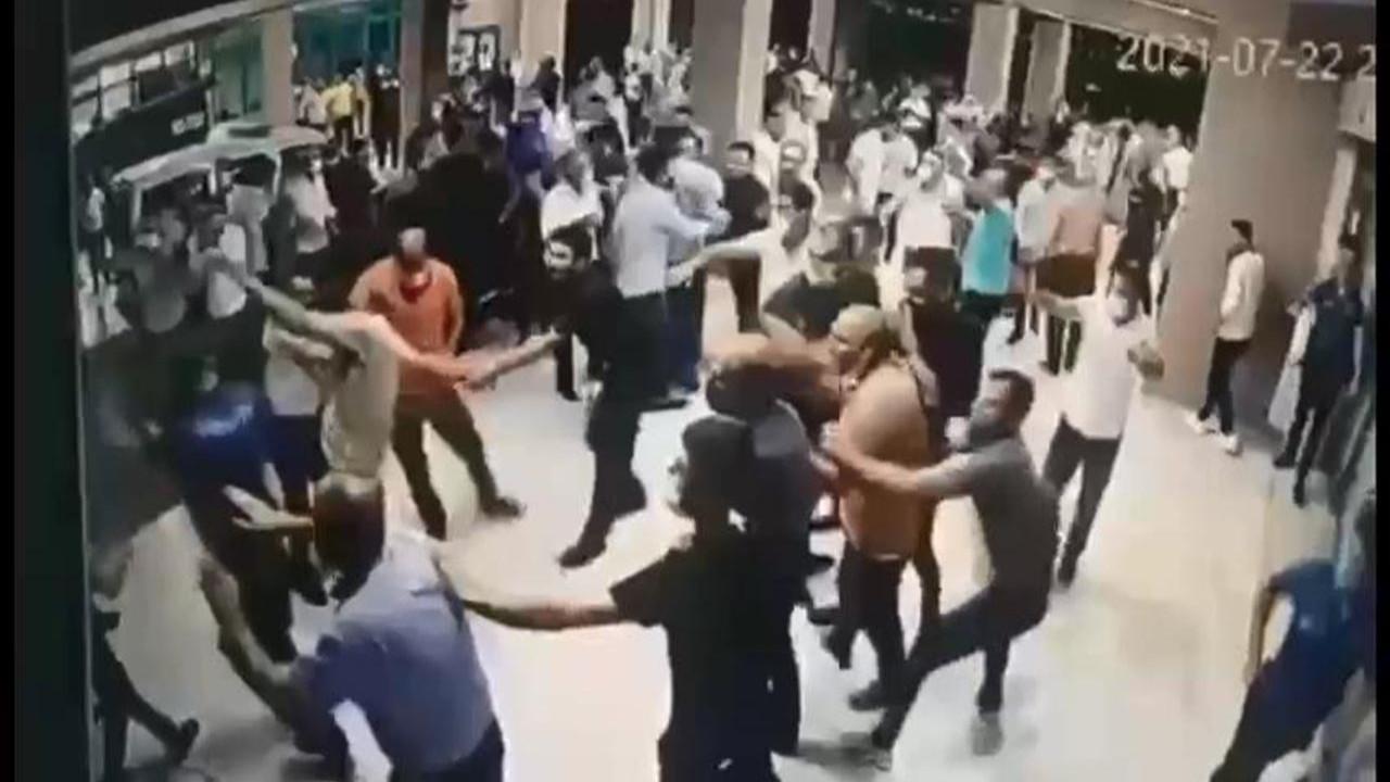 Koronavirüsten ölen hastanın yakınları hastanede terör estirdi