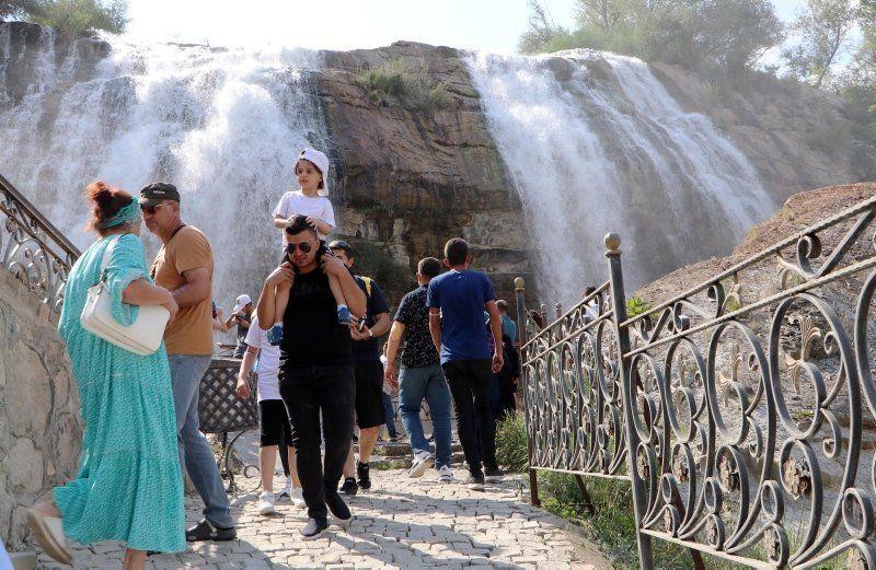 Tortum Şelalesi'ne ziyaretçi akını - Resim: 2