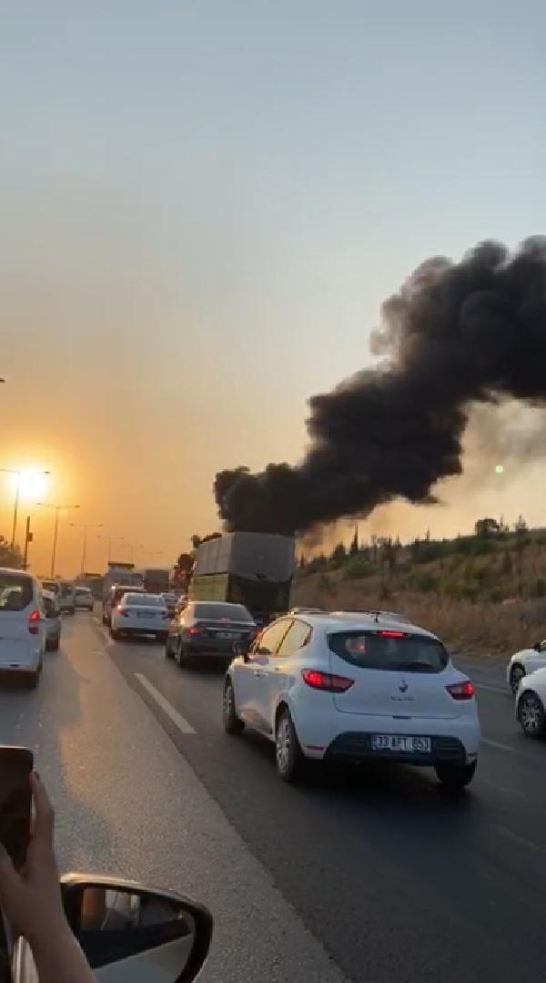 Seyir halindeki otobüs alev alev yandı - Resim: 1