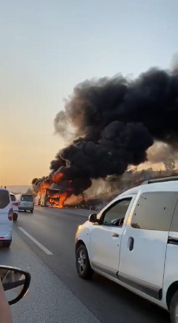 Seyir halindeki otobüs alev alev yandı - Resim: 3