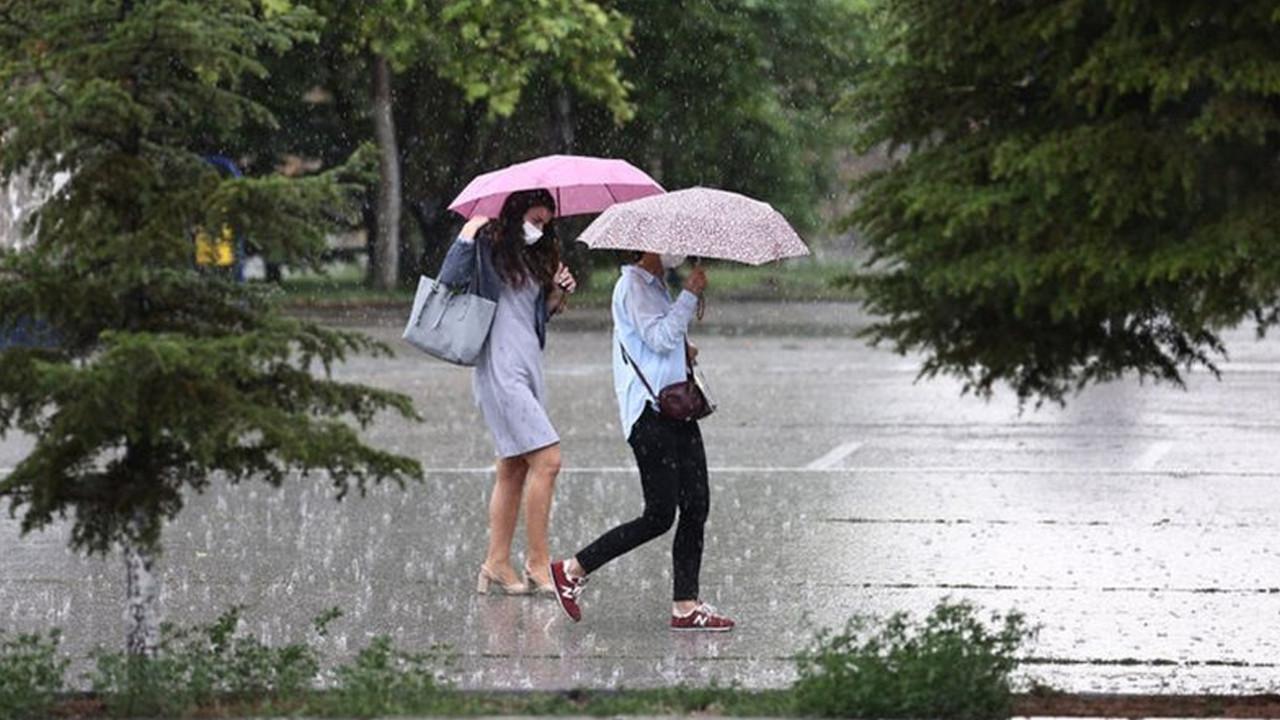 Şemsiyelerinizi, yağmurluklarınızı hazırlayın! Bu hafta yağış var