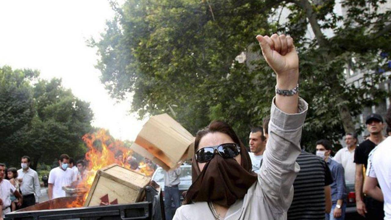 İran'da elektrik ve internet kesintisi! Binlerce kişi sokağa indi