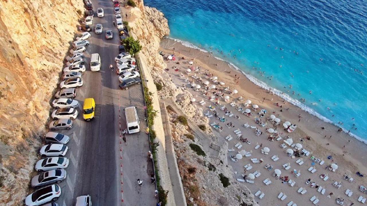 Dünyaca ünlü Kaputaş Plajı doldu taştı