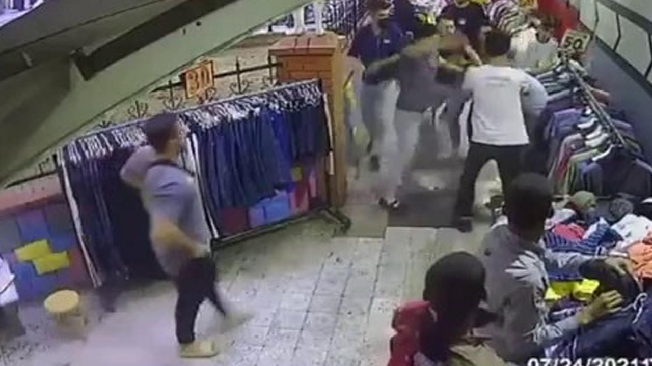 Hırsızlık şüphelisine meydan dayağı: Telefon çalmak isterken yakalandı