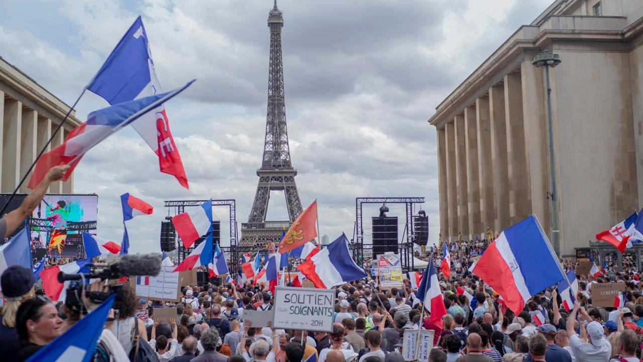 Fransa'dan aşı zorunluluğu kararı