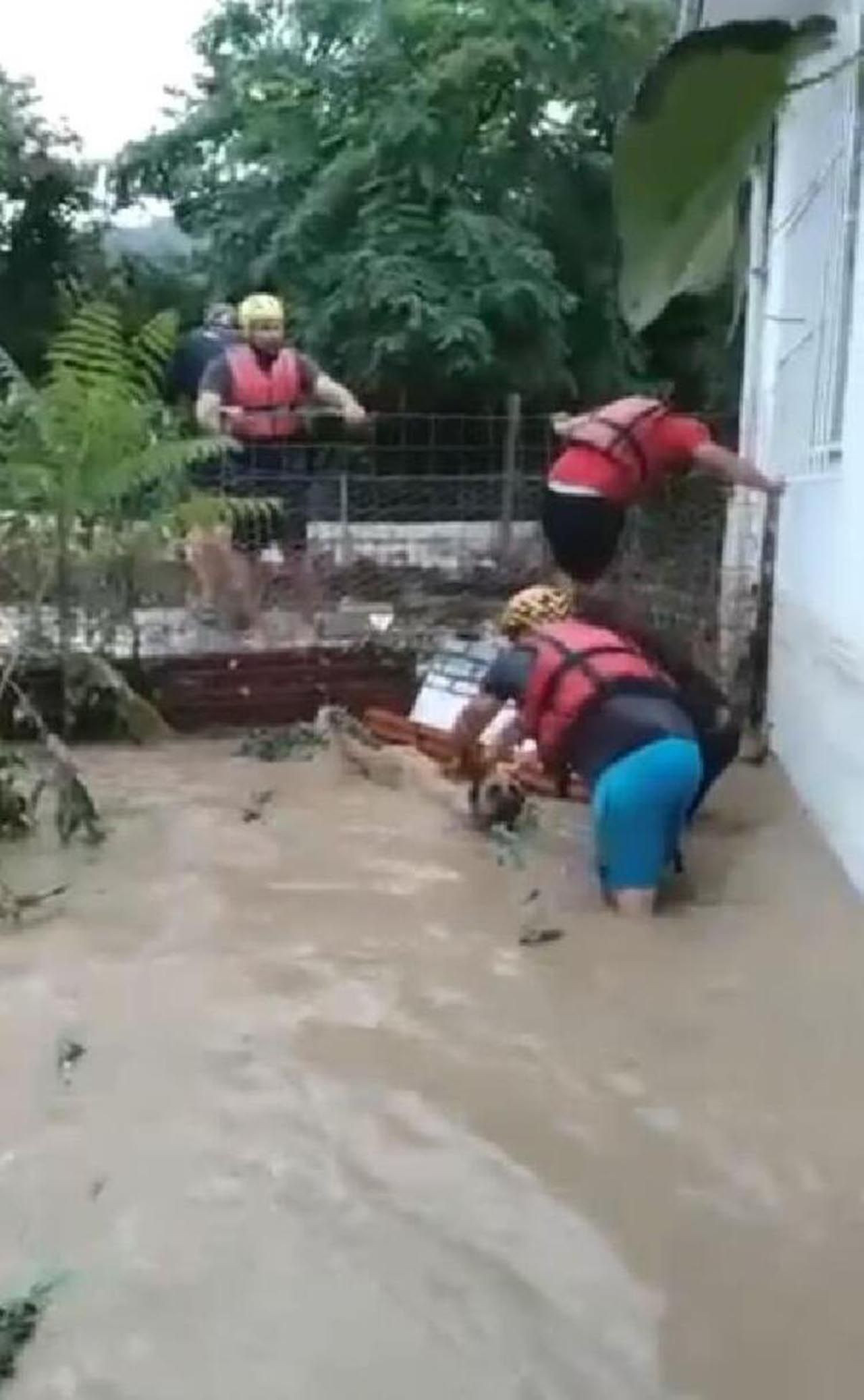 Artvin'deki sel felaketinden yeni görüntü! Gözyaşlarına boğuldu - Resim: 2