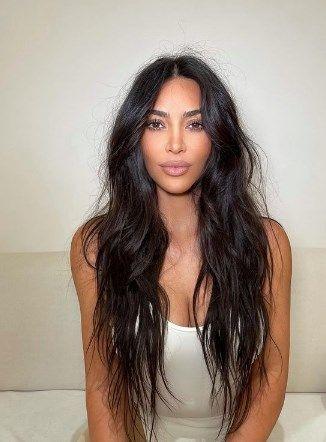 Kim Kardashian yine kıvrımlarını sergiledi - Resim: 4