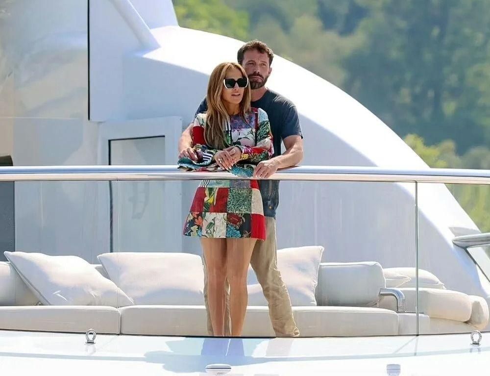 Jennifer Lopez ve Ben Affleck 130 milyon dolarlık yatta aşka geldi - Resim: 3