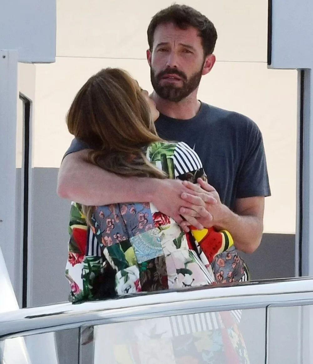 Jennifer Lopez ve Ben Affleck 130 milyon dolarlık yatta aşka geldi - Resim: 4