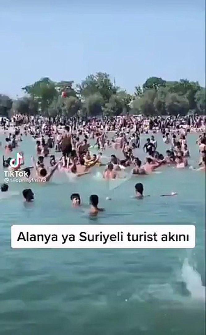 Suriyelilerin ''Allahu Ekber'' nidalı tatil keyfi kamerada