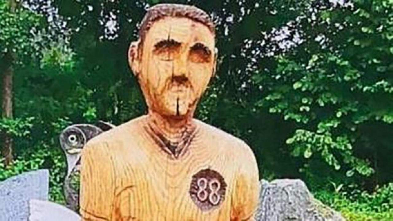 Mezarlıktaki heykel krize yol açtı