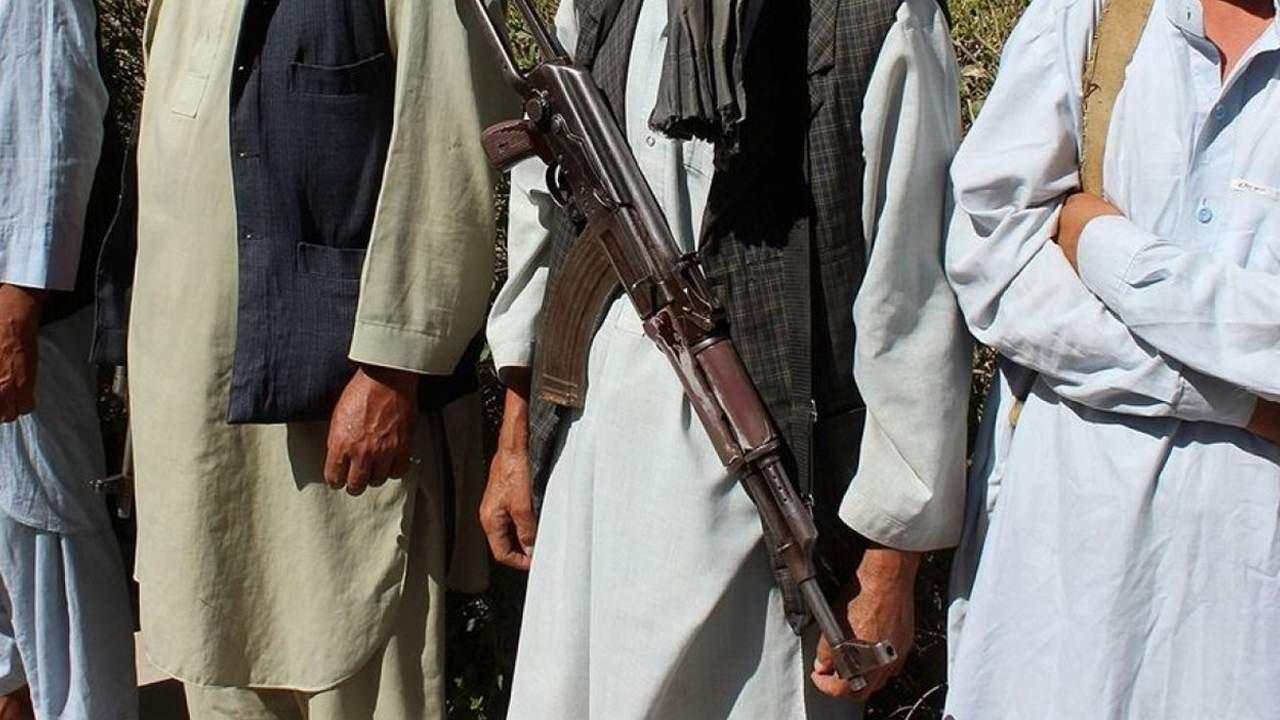 Taliban 4 gazeteciyi gözaltına aldı