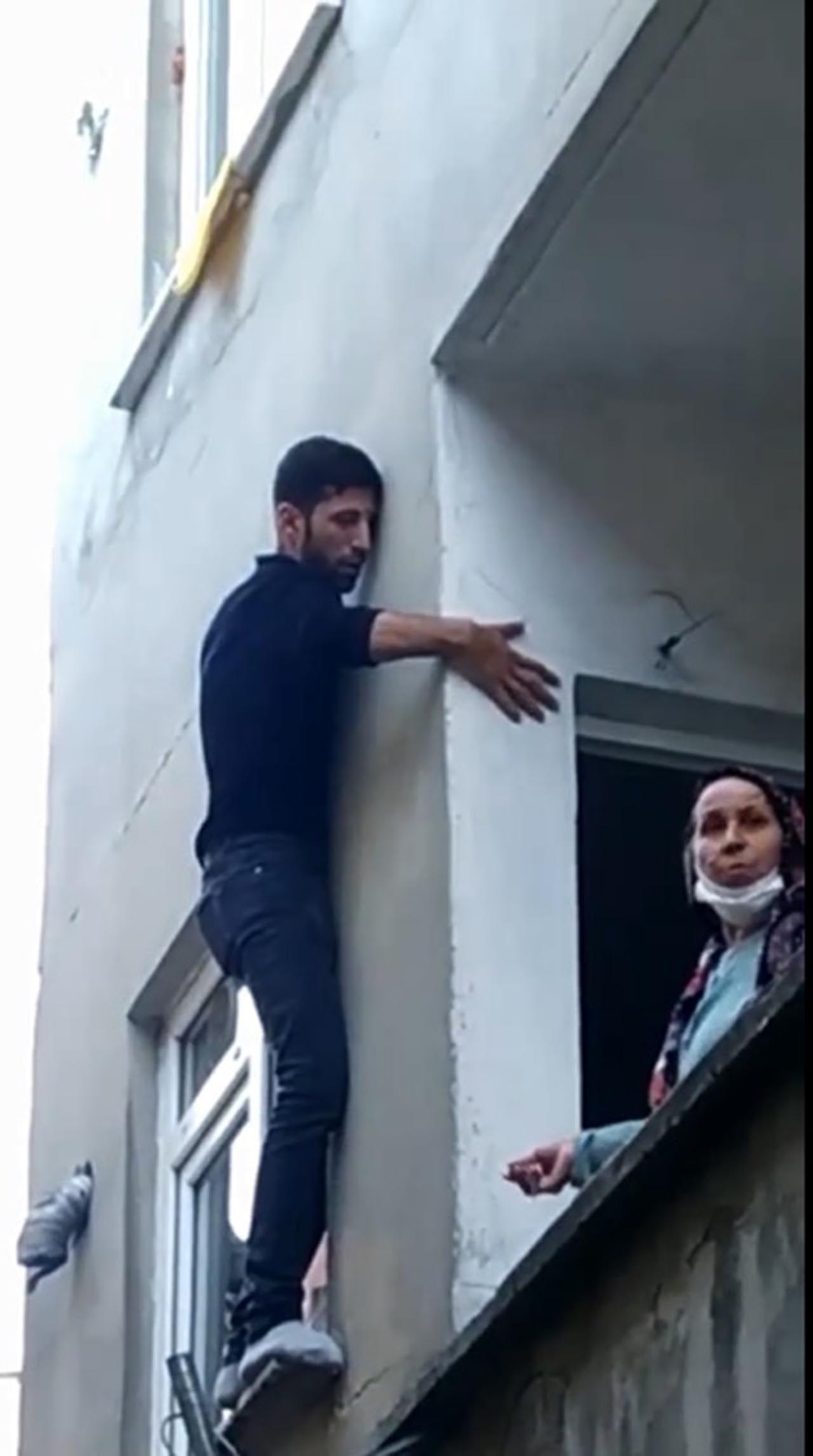 Pencerede mahsur kalan hırsız, bina sakinlerine yalvardı - Resim: 3