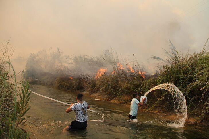 Antalya'da vatandaşlar sera ve evlerinin yanmaması için mücadele ediyor - Resim: 4
