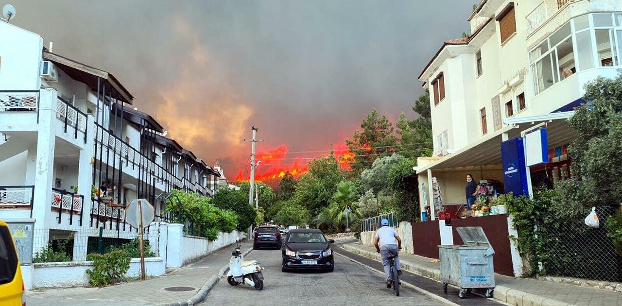 Marmaris'te korkutan orman yangını: Bazı oteller ve villalar tahliye edildi - Resim: 2