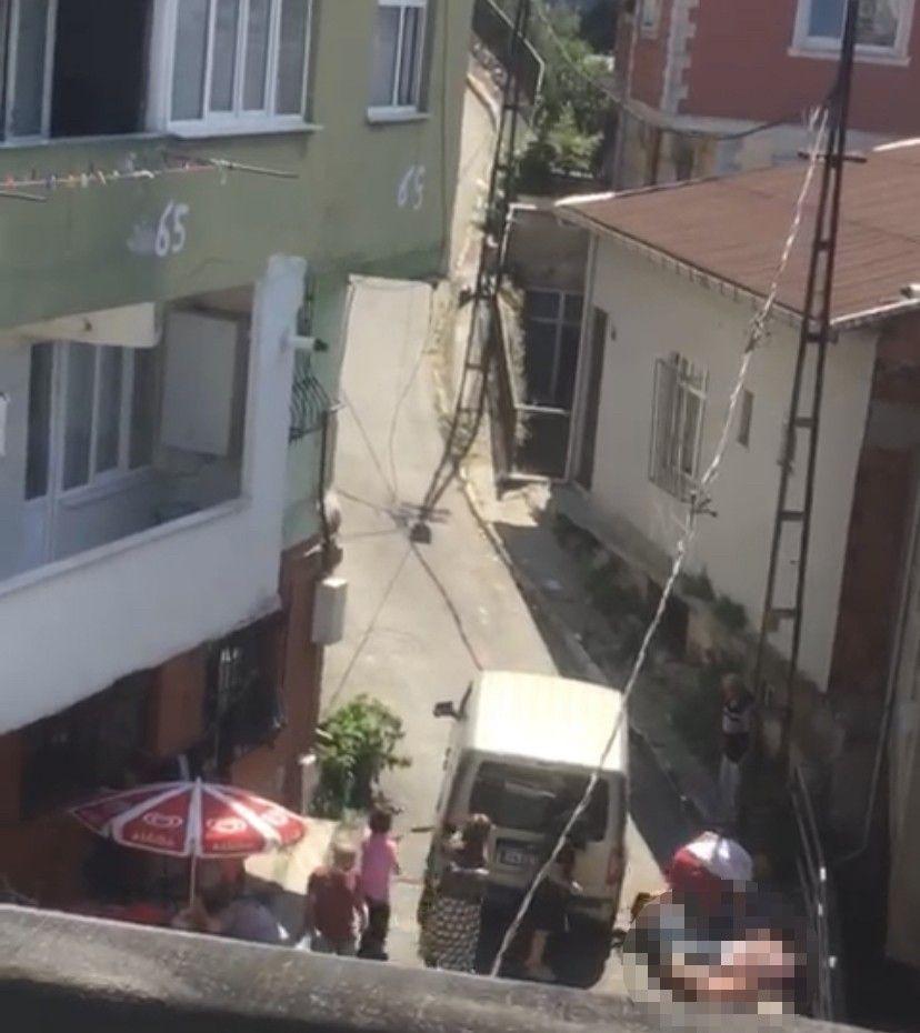İstanbul'da 4 kişinin öldürüldüğü kavganın görüntüleri dehşete düşürdü - Resim: 1