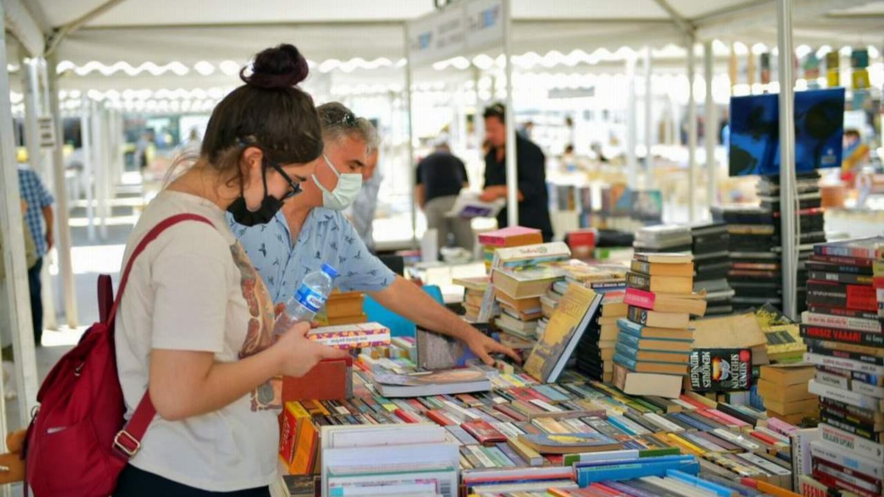 Beşiktaş Belediyesi Edebiyat Kitap ve Plak festivali başladı