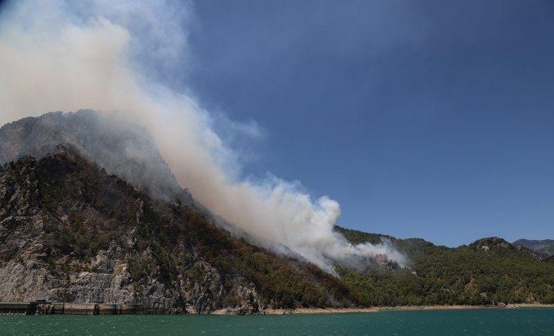 Dünya basını Türkiye'deki yangınları bu fotoğraflarla gördü - Resim: 4