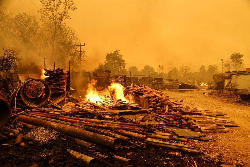 Dünya basını Türkiye'deki yangınları bu fotoğraflarla gördü - Resim: 1