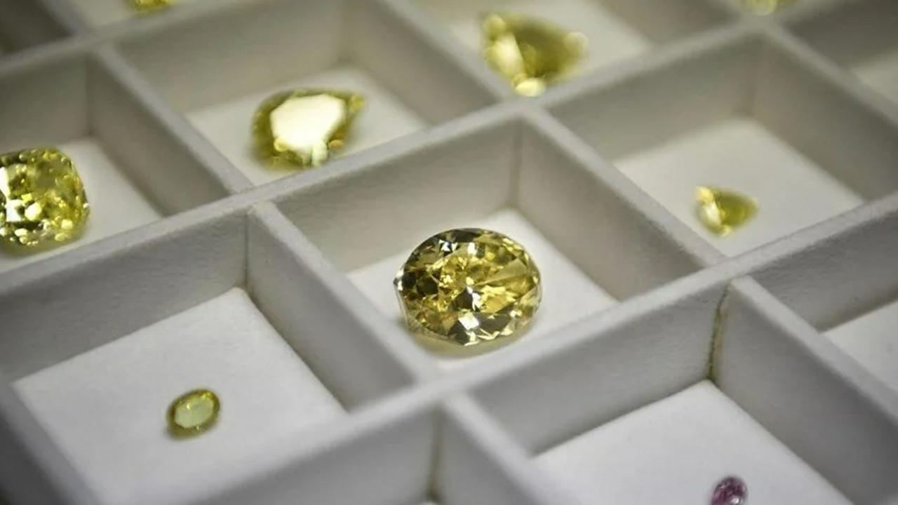 Görüşmemiş hırsızlık: 5,8 milyon dolarlık elmasları çakıl taşlarıyla değiştirdi!