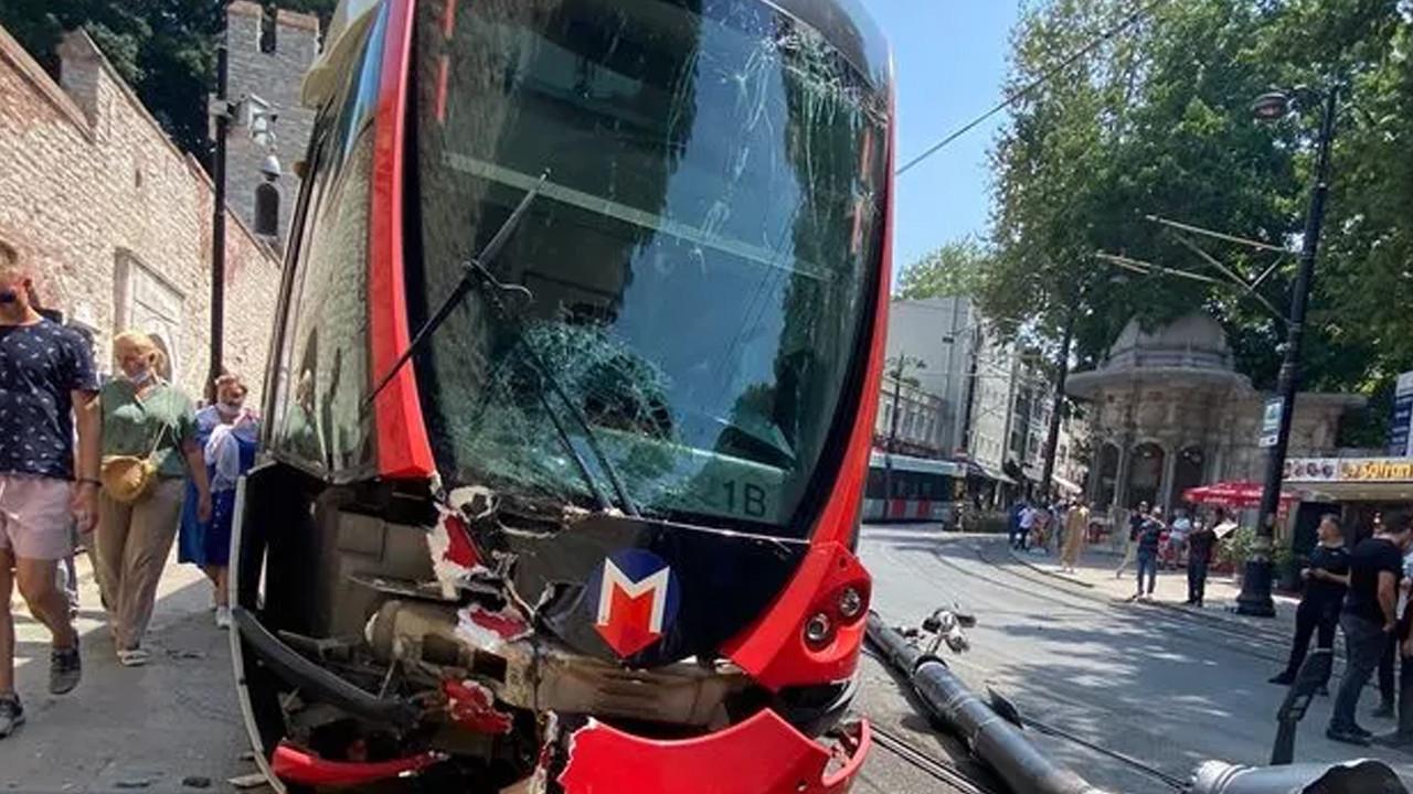 İstanbul'da korkutan kaza: Tramvay yoldan çıktı