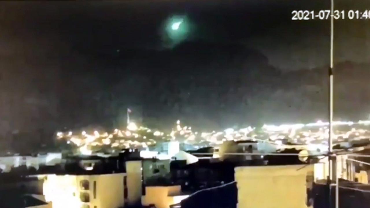 İzmir'e meteor mu düştü ? Bu görüntüler Türkiye'yi uyutmadı!