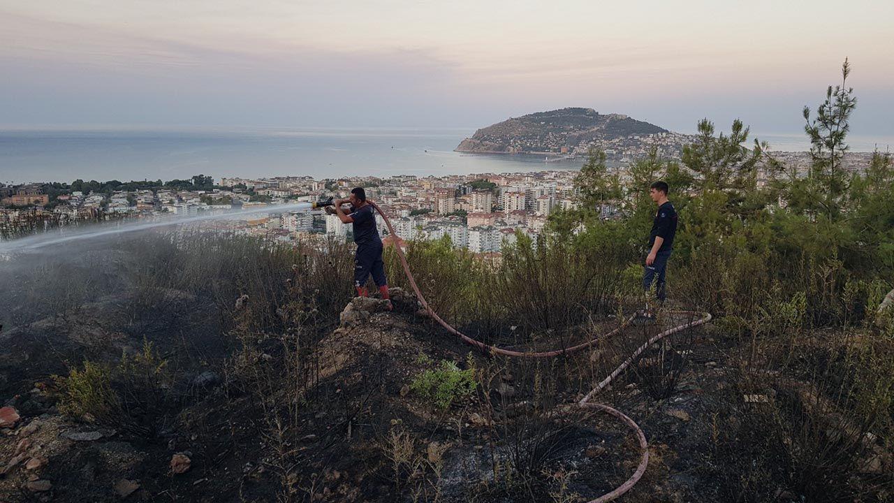 Hainler iş başında: Yangın çıkarıp otomobille kaçtılar - Resim: 2