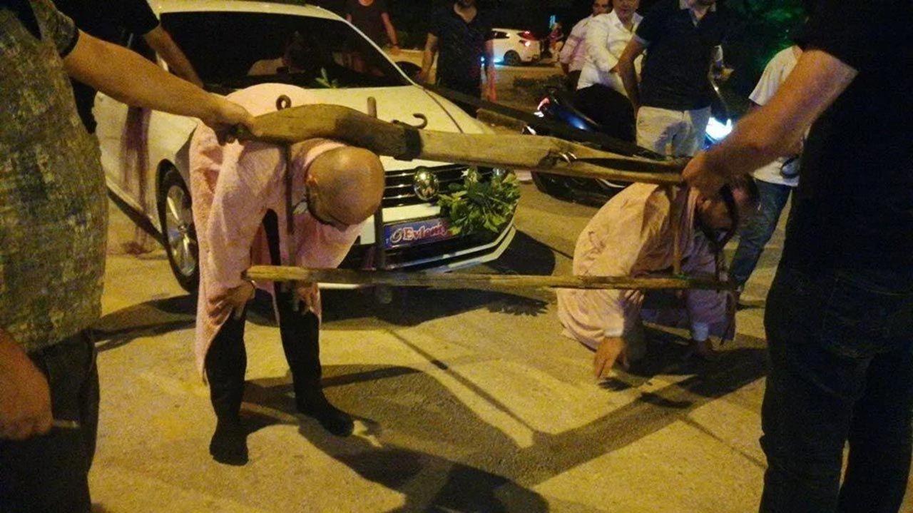 Bu nasıl gelenek? Damada boyunduruk takıp araç çektirdiler - Resim: 1