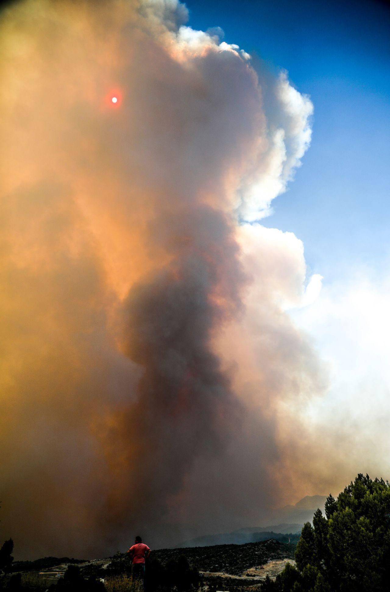 Batı Toroslar için kırmızı alarm! Alevlerin yaklaştığı Gündoğmuş tahliye ediliyor - Resim: 3