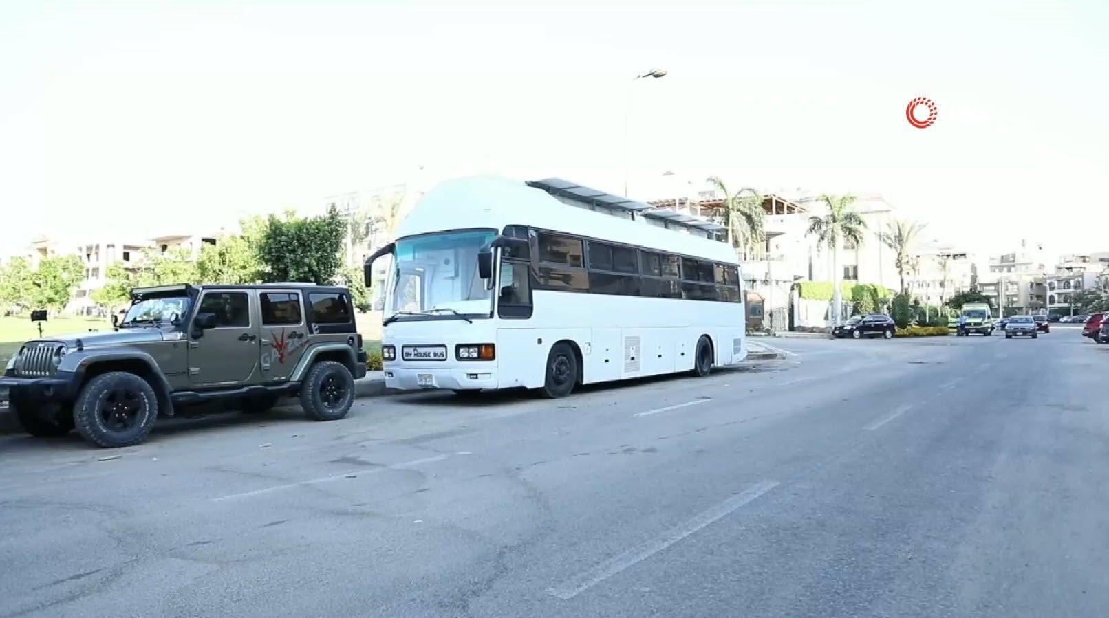İkinci el otobüsten kendi evini yaptı