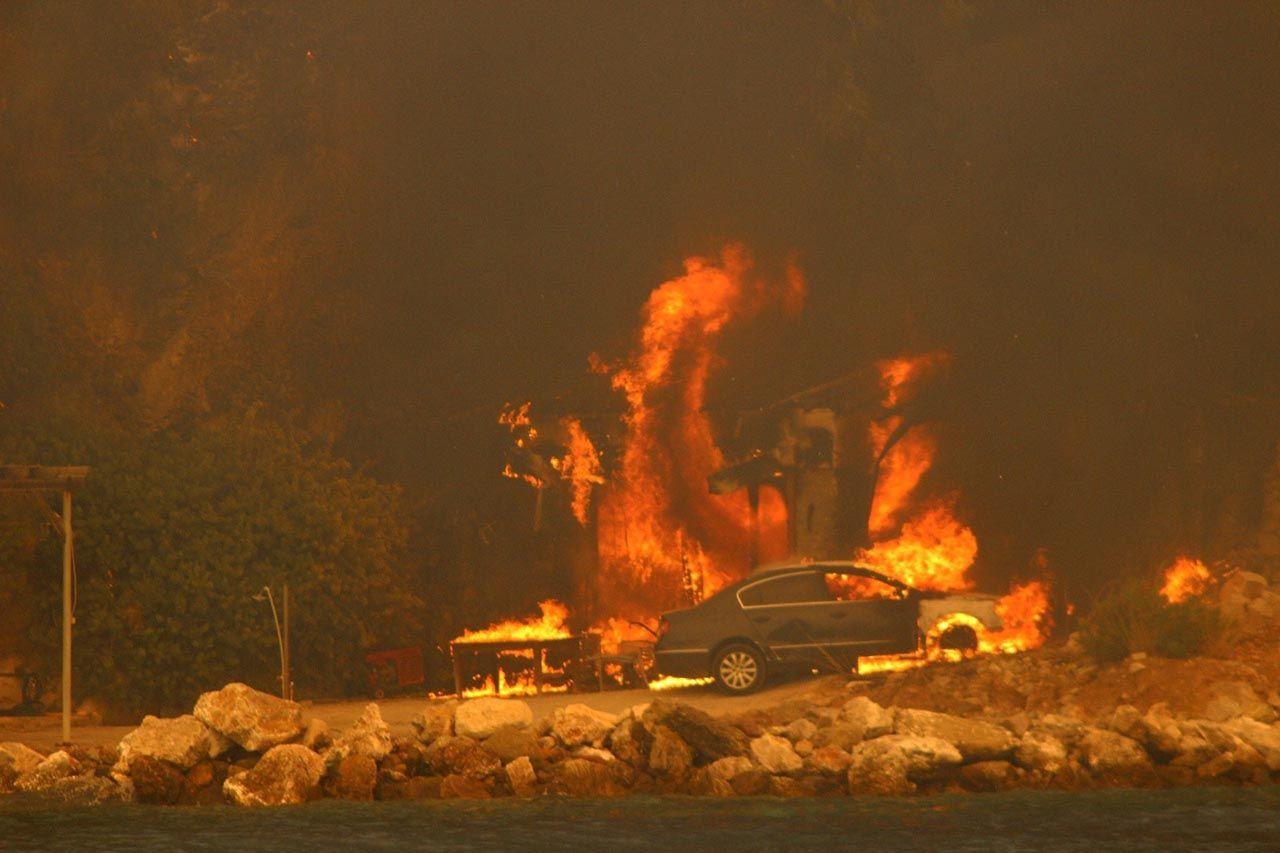 Muğla'nın cennet koyunu ''Deli Mehmet'' yaktı: Plaj ve tesisler kapatıldı - Resim: 3