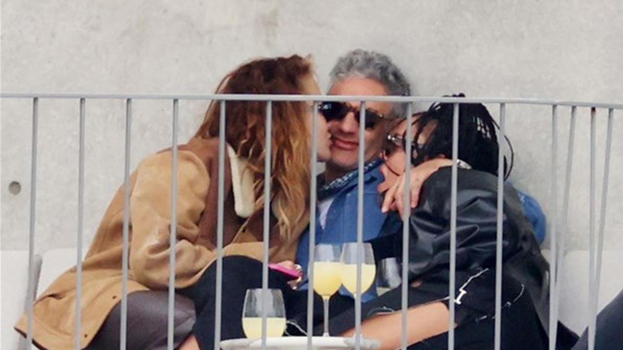 Üçlü ilişki görüntüleriyle olay olmuşlardı: Galada birlikte boy gösterdiler