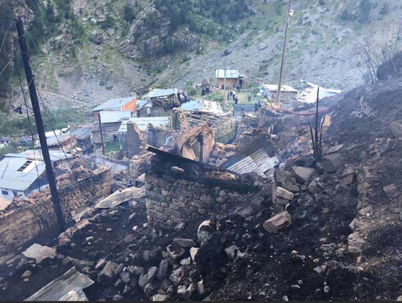 Alevler 33 evi küle çevirdi! Bir felaket de Karadeniz'den... Burası Artvin! - Resim: 1