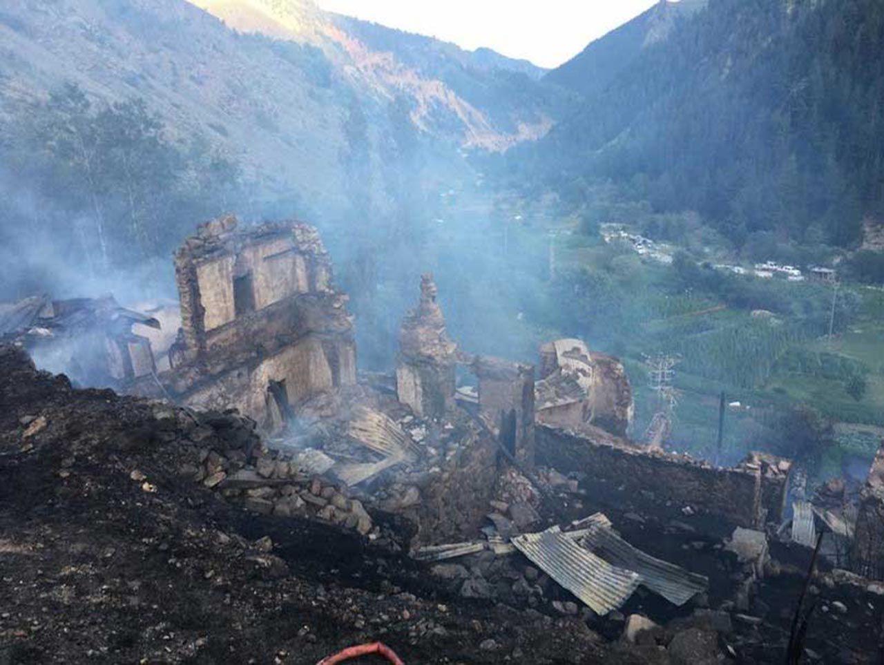 Alevler 33 evi küle çevirdi! Bir felaket de Karadeniz'den... Burası Artvin! - Resim: 3