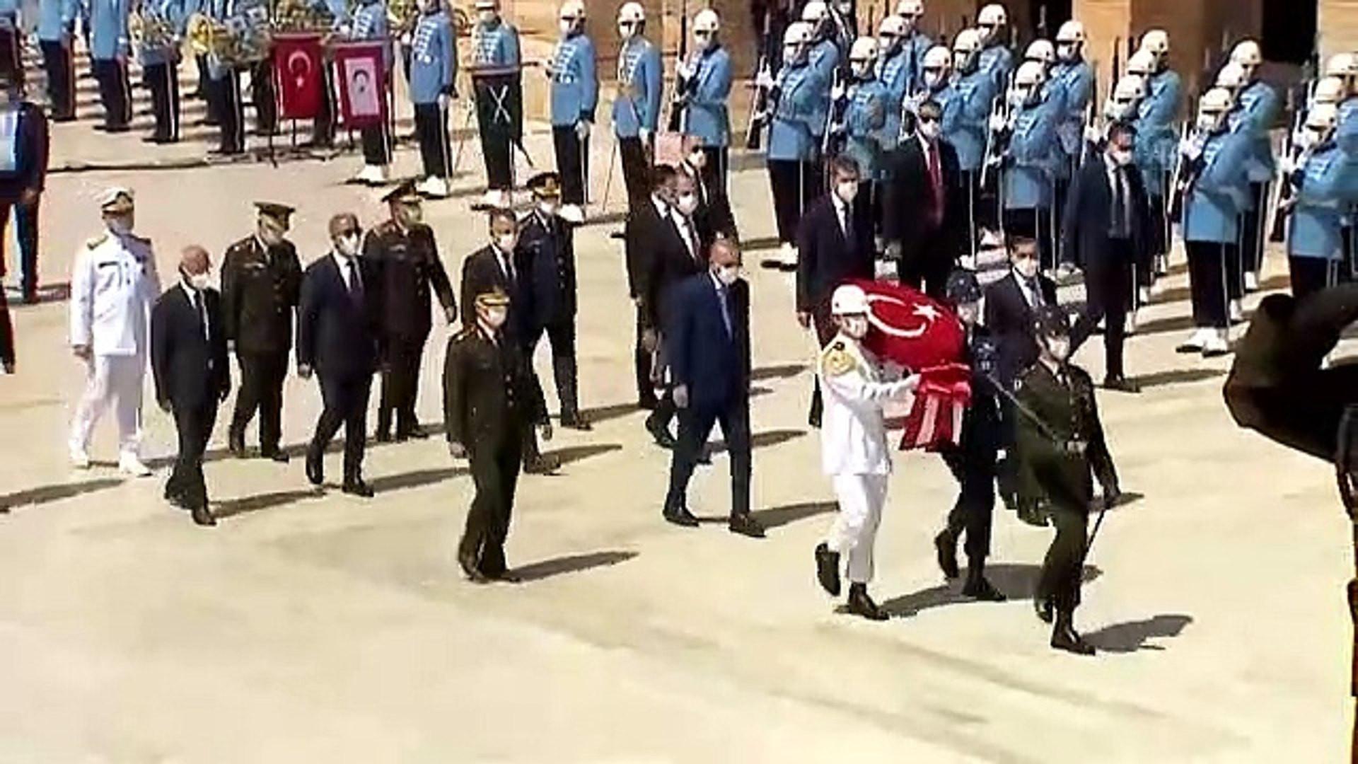 Erdoğan ve YAŞ üyeleri Anıtkabir'de