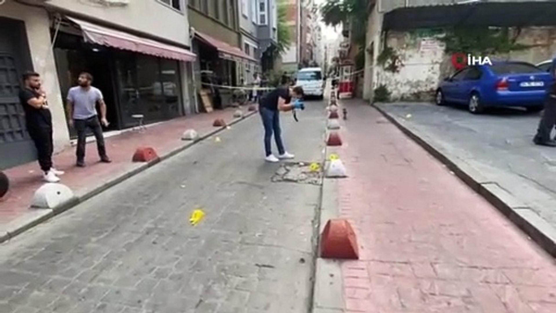 Beyoğlu'nda silahlı bıçaklı kavga: 1 kişi hayatını kaybetti