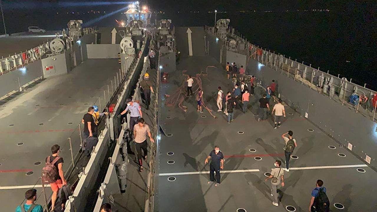 Milaslılar yangın bölgesinden askeri gemi ile tahliye edildiler - Resim: 4